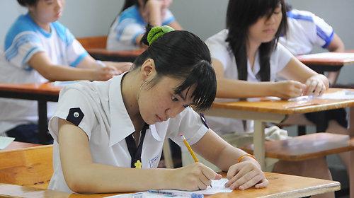 Đổi mới đề tuyển sinh môn Ngữ văn vào trường THPT tại TP HCM theo hướng đánh giá năng lực