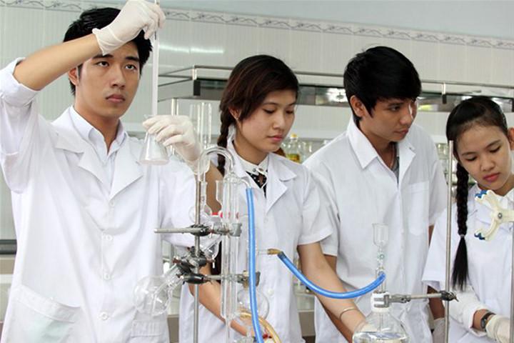Giúp học sinh vượt qua bỡ ngỡ thí nghiệm Vật lý